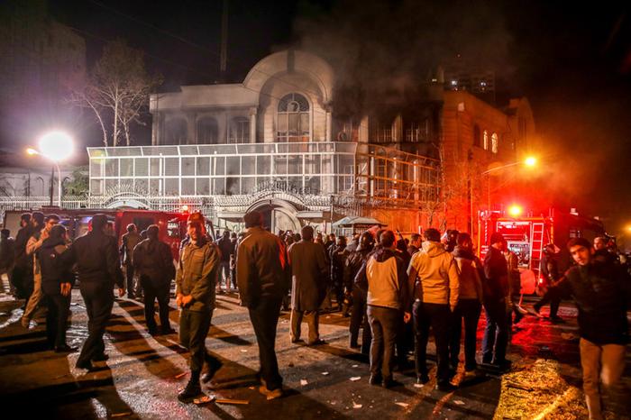 (تصاویر) بهآتشکشیدن سفارت عربستان در تهران