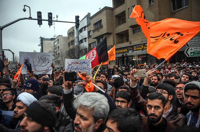 (تصاویر) برخورد پلیس با معترضان مقابل کنسولگری عربستان