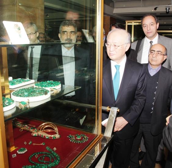 (تصاویر) بازدید آمانو از موزه جواهرات ملی