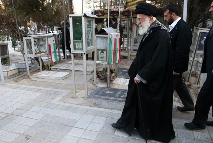 (تصاویر) حضور رهبر انقلاب در حرم امام (ره)