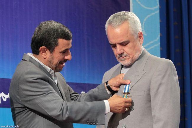 احمدینژاد به چه کسانی نشان اعطا کرد؟