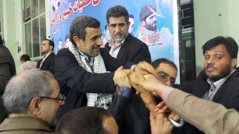 حاشیههای سخنرانی احمدینژاد؛ خاک بر سر آن سیاستمدار که از راه دور دستور میدهد!