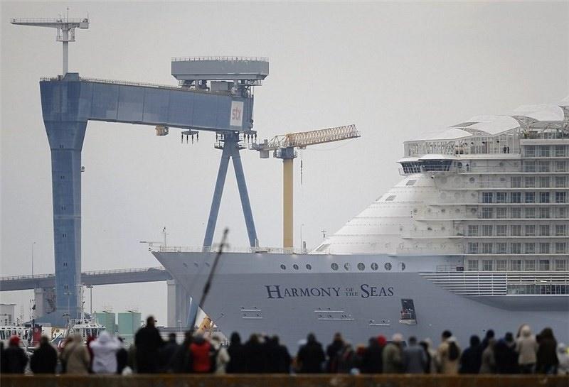 (تصاویر) بزرگترین کشتی تفریحی دنیا به آب انداخته شد