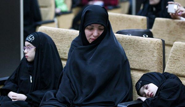 (تصاویر) حضور کلاه مخملیها در همایش اصولگرایان