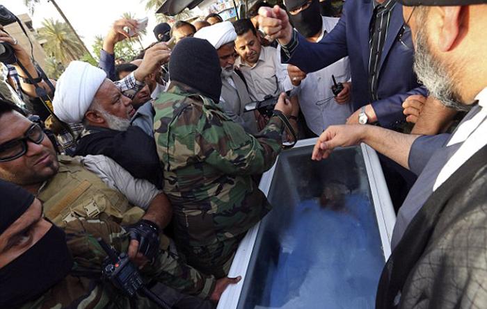 (تصاویر) تحویل جسد عزتالدوری به دولت عراق