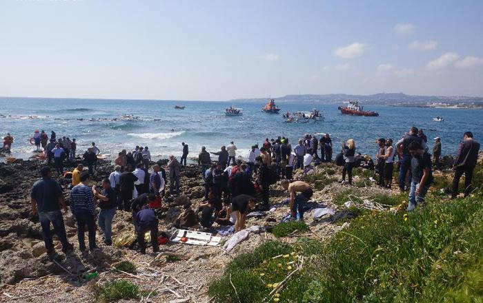(تصاویر) غرق شدن قایق مهاجران در یونان