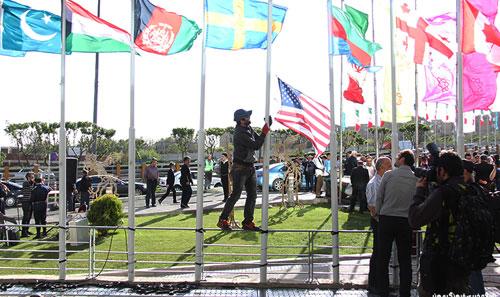 (تصاویر) اهتزاز پرچم آمریکا در جشنواره فیلم فجر