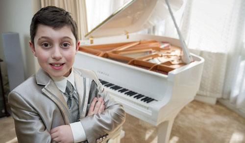 (تصاویر) این کودک، نابغه موسیقی دنیاست