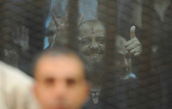 (تصاویر) لحظات اعلام حکم اعدام مرسی