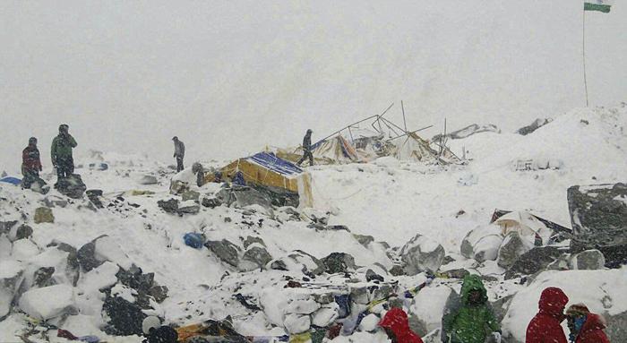 (تصاویر) مرگ 17کوهنورد اورست در زلزله