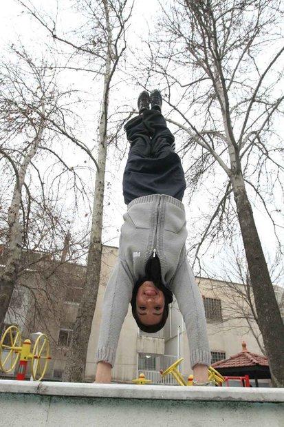 این دختر ایرانی متخصص سقوط است +(تصاویر)