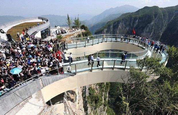 (تصاویر) ترسناک ترین پیادهرو جهان در چین