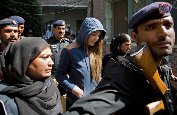 (تصاویر) محاکمه مدلپاکستانی به اتهام پولشویی