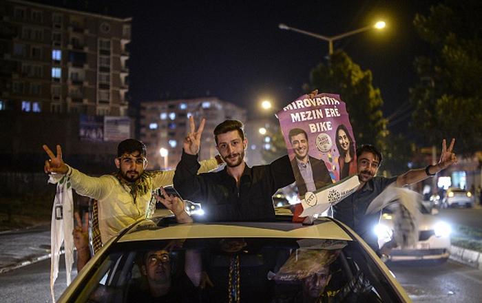 (تصاویر) جشن و شادمانی کردها در ترکیه