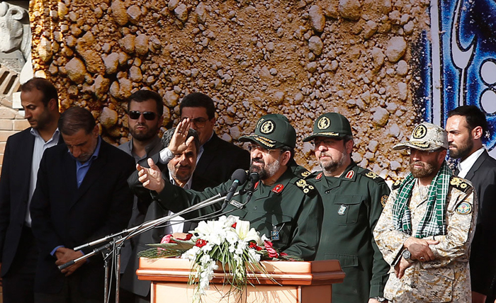 توهین به روسای جمهور و مجلس در مراسم تشییع شهیدای غواص/ عکس