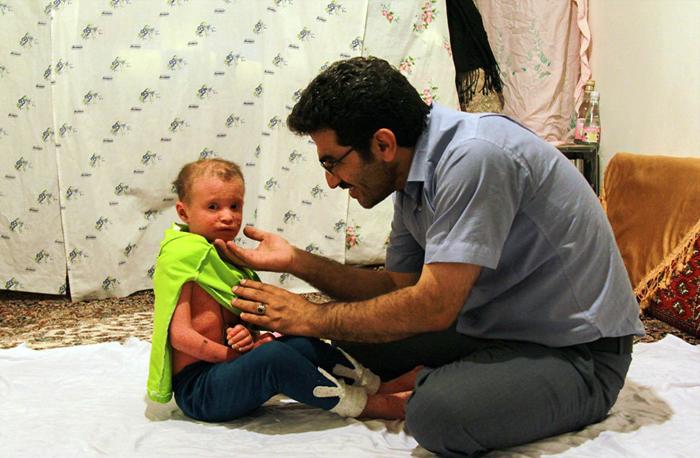 (تصاویر) کمک یک پزشک به