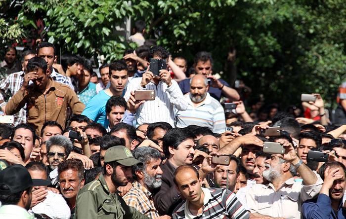 امروز سه نفر در مشهد در  ملاء عام اعدام شدند !