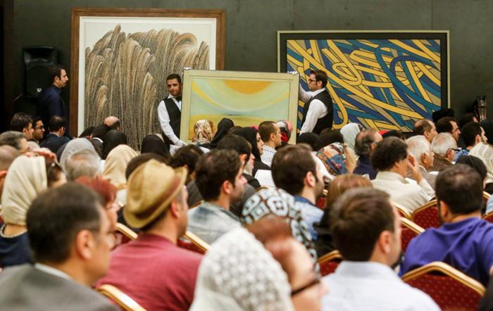 (تصاویر) چهارمین حراج بزرگ آثار هنری در تهران
