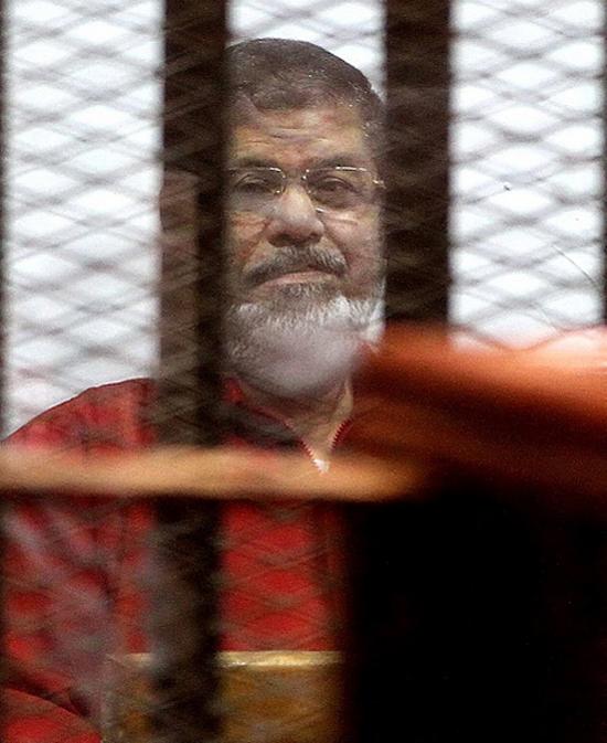 (تصاویر) محمد مرسی در لباس اعدام