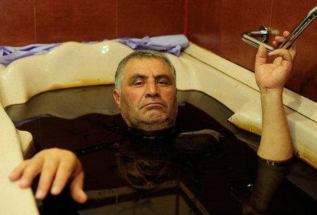 حمام شفابخش نفت خام برای ثروتمندان +(تصاویر)