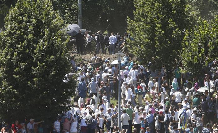 (تصاویر) حمله به نخستوزیر صربستان در بوسنی