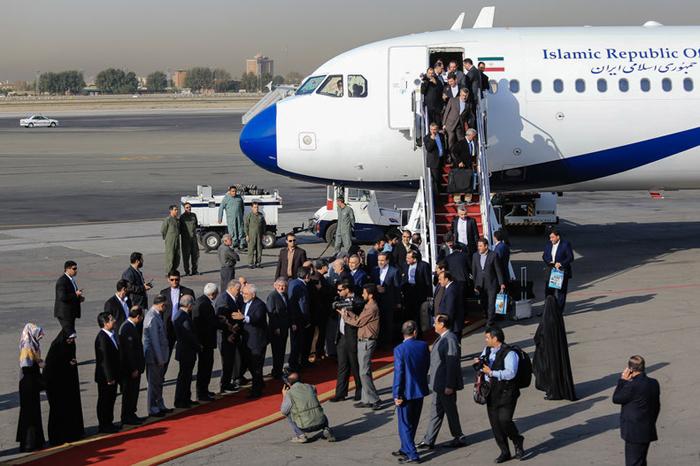 (تصاویر) ورود ظریف و تیم مذاکرهکننده به تهران