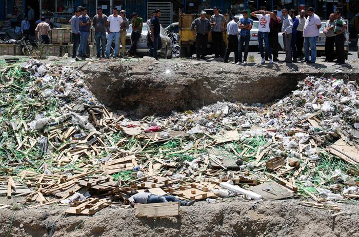 (تصاویر) جسد رها شده در بازار آهن تهران