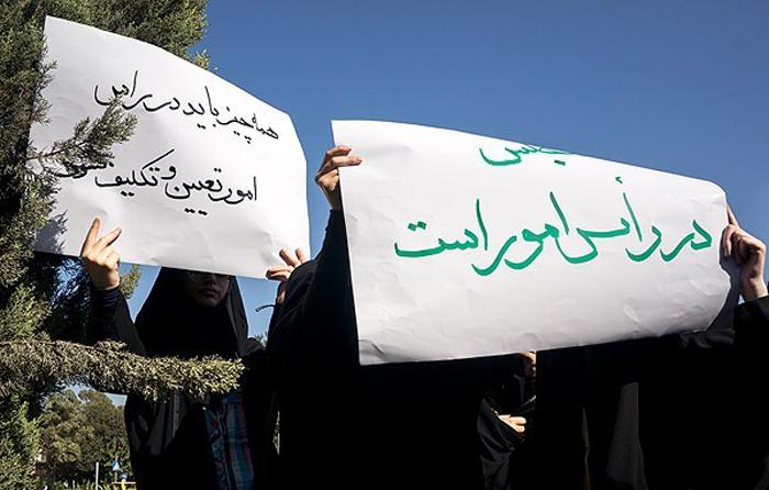 (تصاویر) تجمع دلواپسان مقابل مجلس