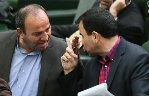 (تصاویر) تنش میان دو نماینده در مجلس