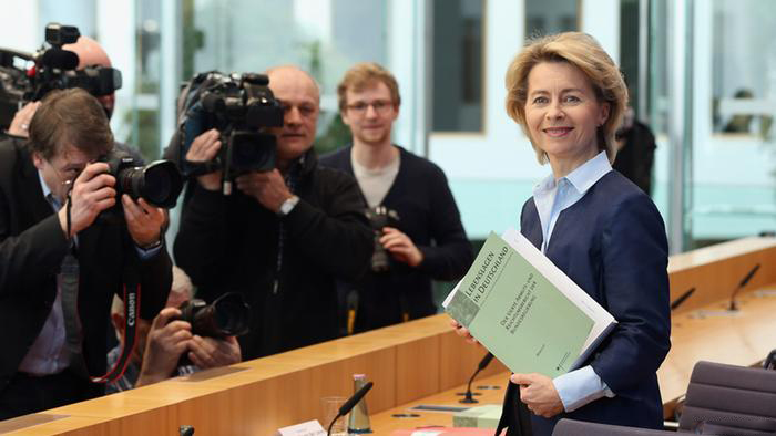 (تصاویر) اولین بانوی وزیردفاع در آلمان