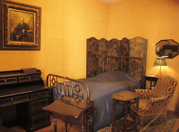 (تصاویر) اتاق خالق طولانیترین رمان جهان