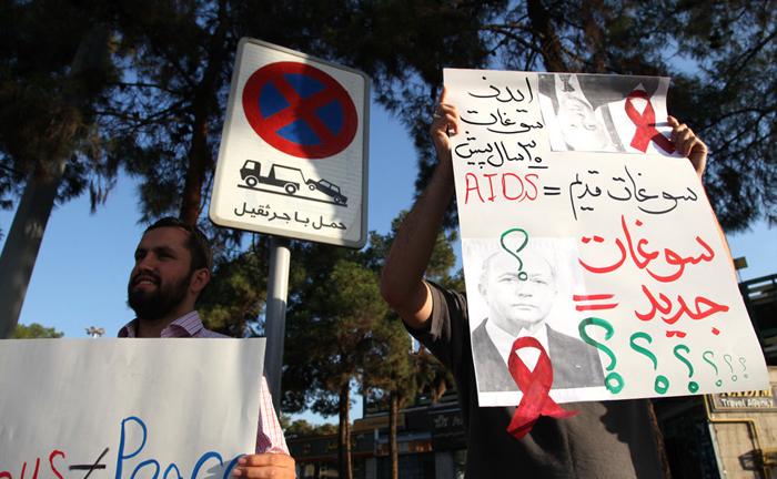 تجمع اعتراضی به حضور فابیوس در فرودگاه