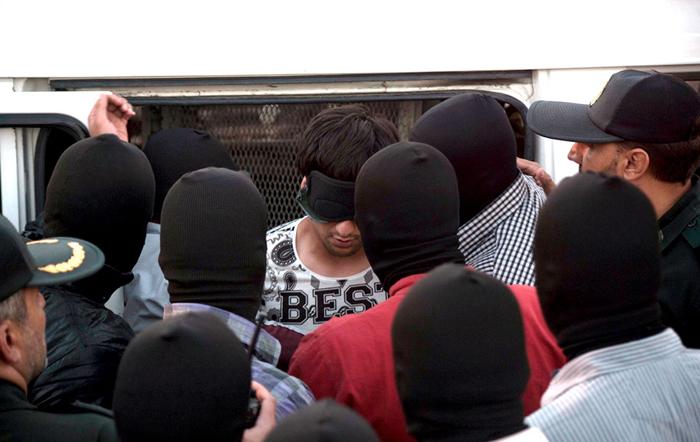 (تصاویر) اعدام 3 متجاوز به عنف در کرج