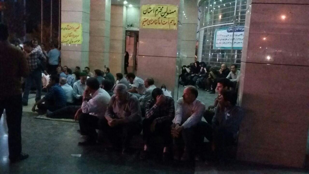 تجمع گروهی از سپرده گذاران در برابر موسسه مالی میزان