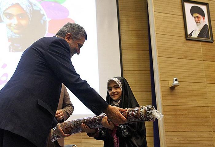 (تصاویر) هدیه رهبرانقلاب برای جشن تکلیف آرمیتا