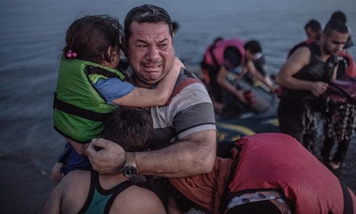 گریان در یونان، خندان در برلین