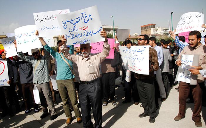 (تصاویر) تجمع دلواپسان توافق مقابل مجلس