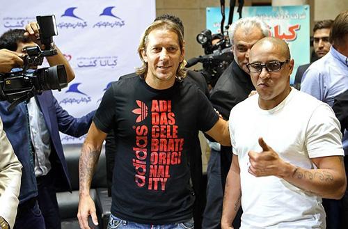 (تصاویر) روبرتو کارلوس و سالگادو وارد ایران شدند