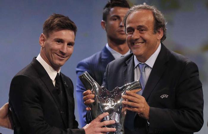 ناراحتی رونالدو از اهدای جایزه بهترین بازیکن اروپا به مسی+(تصاویر)