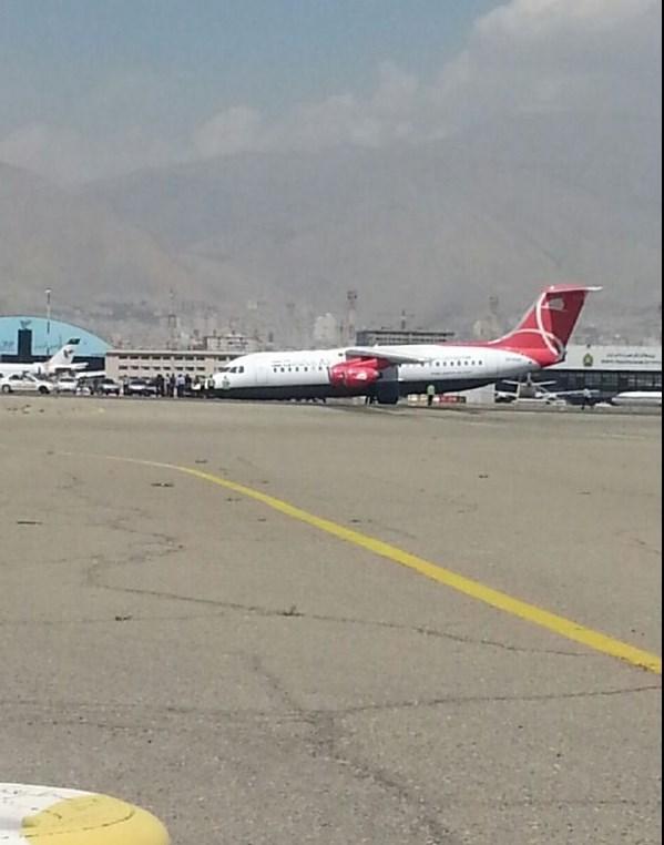 سانحه برای هواپیمای قشمایر در مهرآباد +(تصاویر)