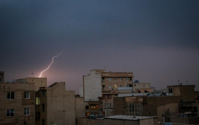 (تصاویر) رعد وبرق در آسمان تهران