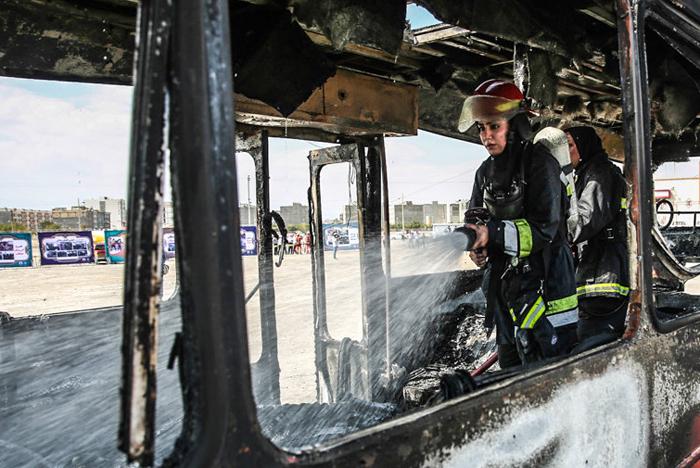 (تصاویر) مانور زنان آتشنشان