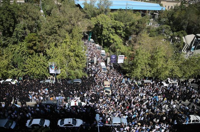 (تصاویر) تشییع جانباختگانمنا در تهران
