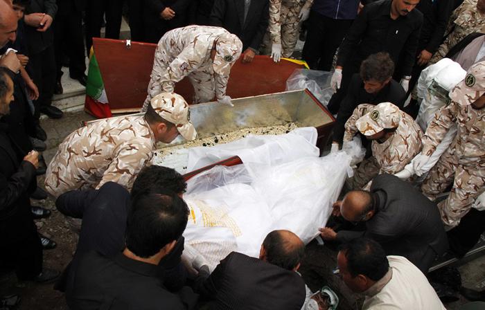 (تصاویر) خاکسپاری جانباختگان منا
