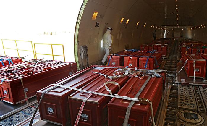 (تصاویر) داخل هواپیمای حامل پیکر حجاج
