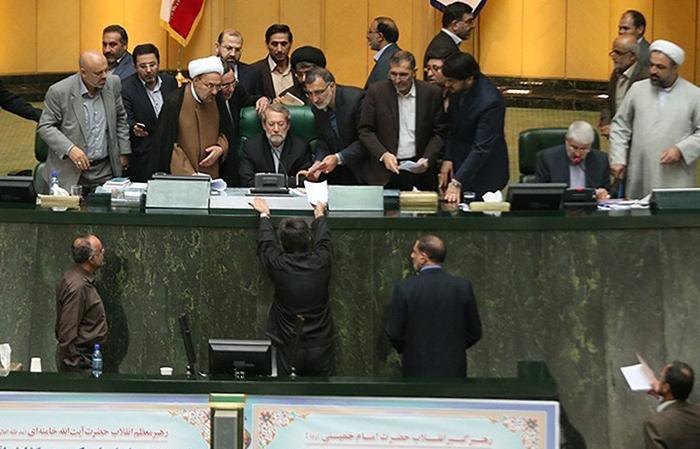 (تصاویر) تنش در صحن علنی مجلس