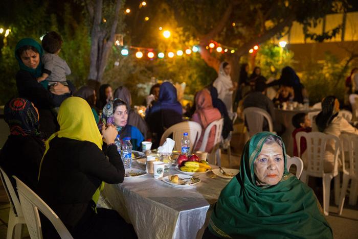 (تصاویر) جشن عروسی میان کارتنخوابها