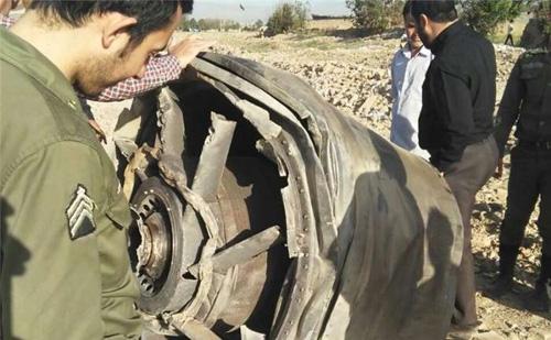 سقوط قطعهای از هواپیما در چهاردانگه!