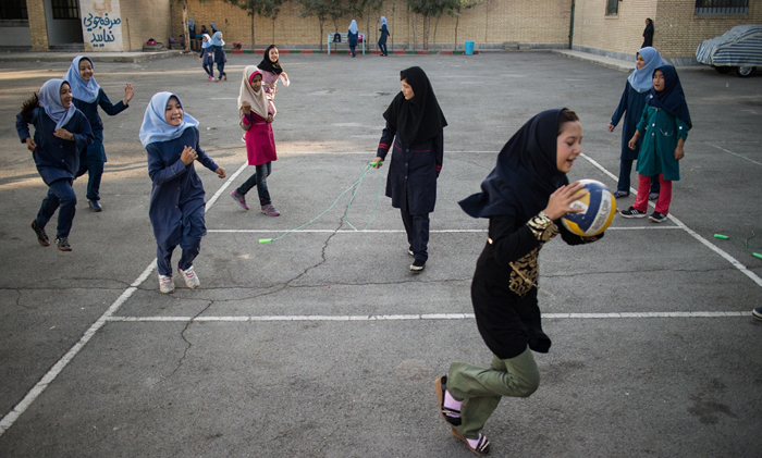 (تصاویر) مدرسه افغانها در تهران
