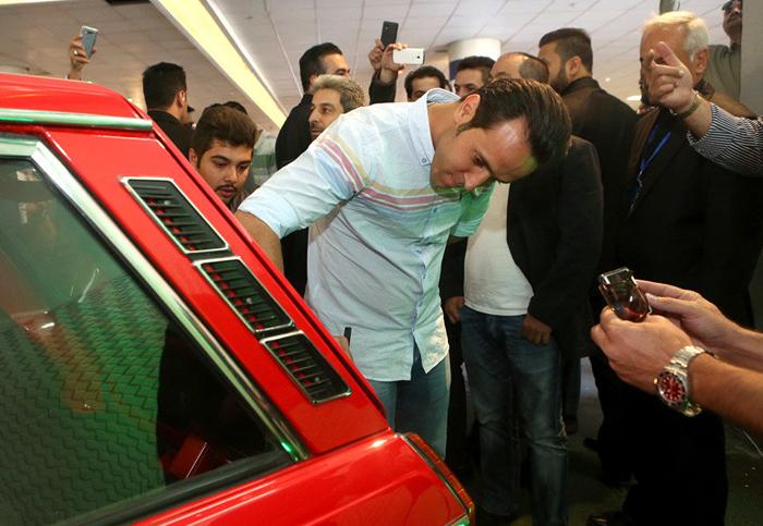 (تصاویر) علی کریمی پیکانش را فروخت